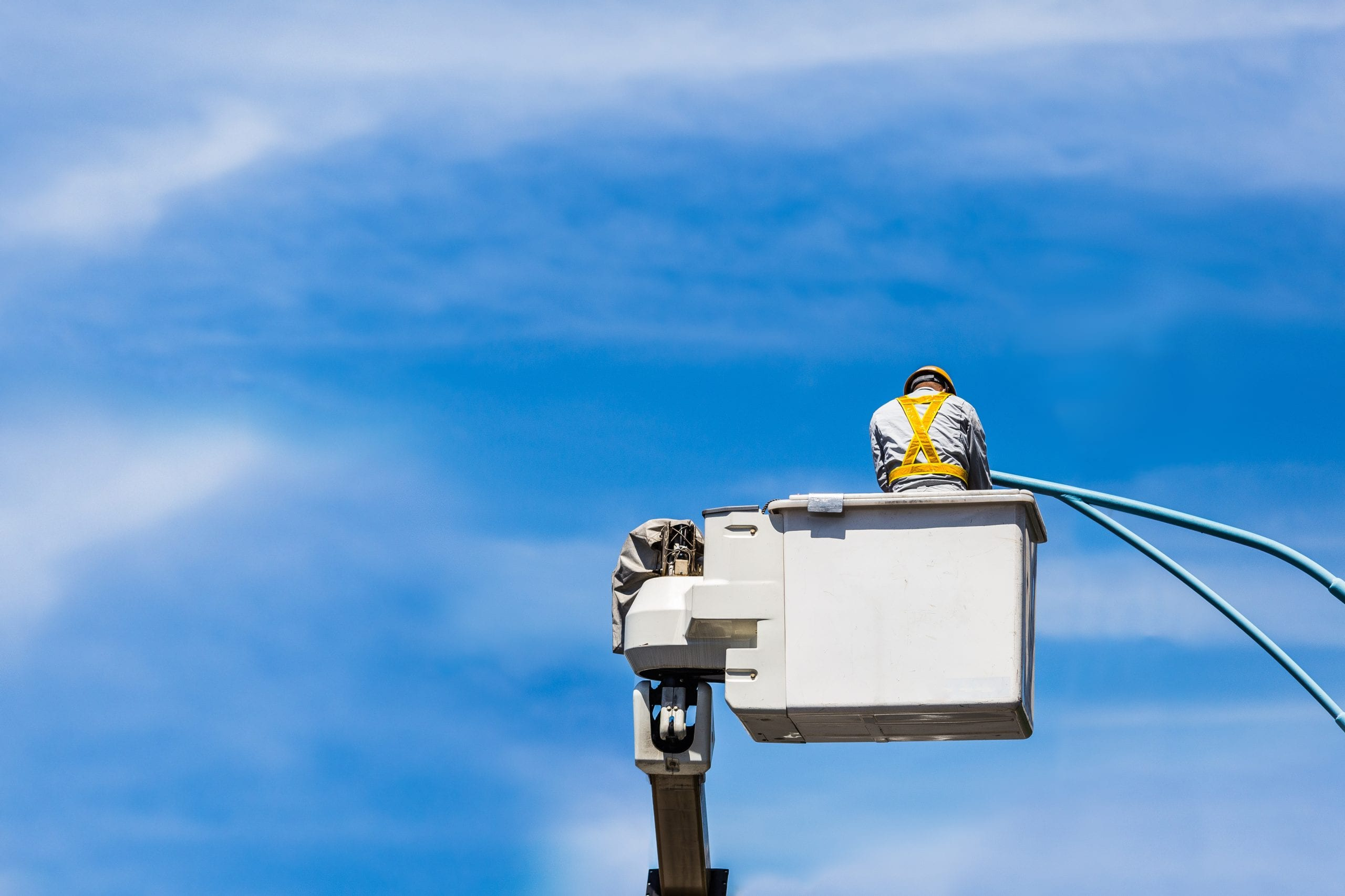 commercial electrician - electrical contractor